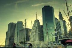 Manhattan bij zonsondergang Stock Afbeeldingen