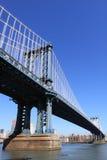 Manhattan-Brücke an einem freien blauen Tag Lizenzfreies Stockfoto