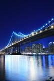 Manhattan-Brücke nachts Stockbilder