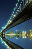 Manhattan-Brücke nachts Stockfotografie