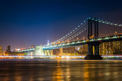 Manhattan Bridge at night, seen from Brooklyn Bridge Park, in Br. Ooklyn, New York Stock Photos