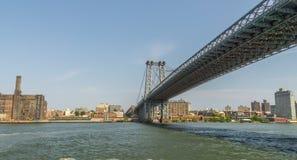 Manhattan bro från East River Royaltyfri Bild