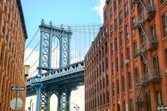 Manhattan bro på den Brooklyn gatan Arkivfoto