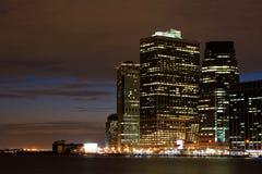 Manhattan céntrica en la noche Imágenes de archivo libres de regalías