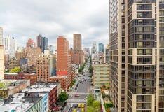 Manhattan cityscape från Roosevelt Island Tramway Arkivbild