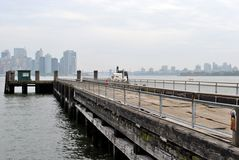 Manhattan dall'isola di libertà Fotografie Stock Libere da Diritti