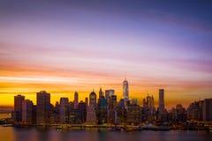 Manhattan do centro no por do sol Fotos de Stock Royalty Free