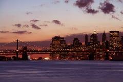 Manhattan door Zonsondergang Stock Foto's