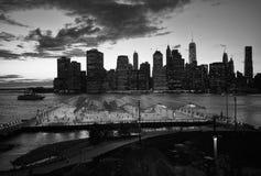 Manhattan e parco del centro del ponte di Brooklyn Immagine Stock Libera da Diritti