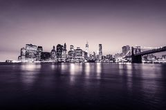 Manhattan e ponte di Brooklyn New York City U.S.A. Vista panoramica Toni rosa Fotografia Stock Libera da Diritti