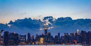 Manhattan efter solnedgång Royaltyfria Bilder