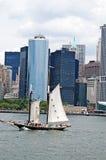 Manhattan en het schip Royalty-vrije Stock Afbeelding