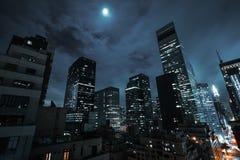 Manhattan en la noche Imagen de archivo libre de regalías