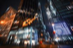 Manhattan en la noche Luces de la iluminación y de la noche Imagenes de archivo