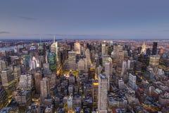 Manhattan en la oscuridad foto de archivo libre de regalías