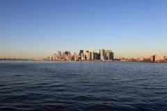 Manhattan en la puesta del sol Foto de archivo libre de regalías