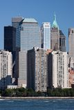Manhattan-Finanzbezirk am Sonnenuntergang von Jersey Stockbilder