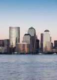 Manhattan-Finanzbezirk am Sonnenuntergang von Jersey Stockfoto
