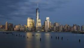 Manhattan-Finanzbezirk und Hudson River Stockbilder