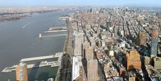 Manhattan flyg- panoramabild royaltyfria bilder