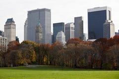 Manhattan-Gebäude von Central Park. lizenzfreie stockbilder
