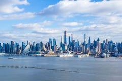 Manhattan horisont beskådade från Weehawken NJ royaltyfri bild