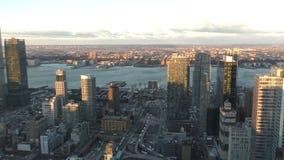 Manhattan horisont i morgonen arkivfilmer