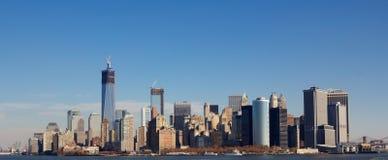 Manhattan horisont i nedgång Royaltyfri Fotografi