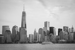 Manhattan horisont med Freedom Tower Royaltyfri Bild