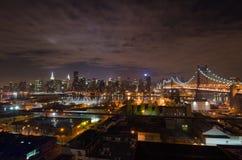 Manhattan horisont, New York på natten Arkivfoto