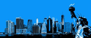 Manhattan horisont och statyn av frihet royaltyfria bilder