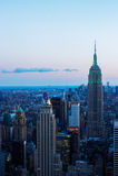 Manhattan horisont på solnedgången Royaltyfria Foton
