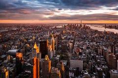Manhattan horisont på solnedgången Arkivfoto