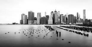 Manhattan horisont som är svartvit, sikt från Brooklyn, nya Yokr Arkivfoton
