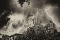 Manhattan horisont under en storm, New York Royaltyfria Foton