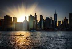 Manhattan horisont under solnedgång Fotografering för Bildbyråer