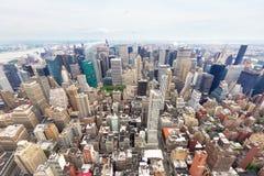 Manhattan i en molnig dag Royaltyfria Bilder