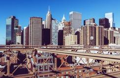 Manhattan i stadens centrum sikt från den Brooklyn bron arkivbild