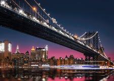 Manhattan linia horyzontu i Manhattan most Przy nocą Fotografia Stock
