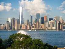 Manhattan linia horyzontu jak widzieć od Ellis wyspy Obrazy Royalty Free