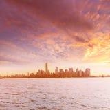 Manhattan linia horyzontu Nowy Jork od swobody wyspy Zdjęcia Royalty Free