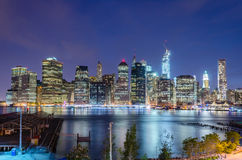 Manhattan linia horyzontu przy nocą Obraz Stock