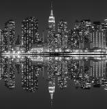 Manhattan linia horyzontu przy nocą, Miasto Nowy Jork Zdjęcie Royalty Free
