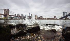 Manhattan linia horyzontu z Brooklyn i Manhattan mostami Zdjęcie Stock
