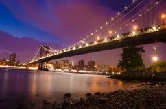 Manhattan most iluminujący przy nigth Obraz Stock