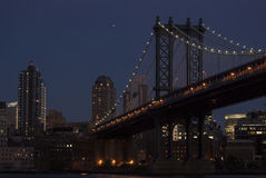 Manhattan most przy półmrokiem Fotografia Stock