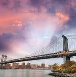Manhattan most przy zmierzchem w Miasto Nowy Jork, usa zdjęcia stock