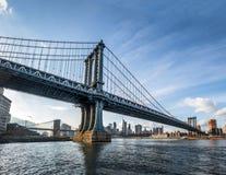 Manhattan most z mostem brooklyńskim i Manhattan linia horyzontu jako tło - Nowy Jork, usa Obrazy Stock