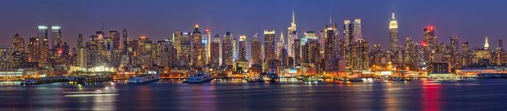 Manhattan na noite Fotografia de Stock Royalty Free