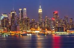 Manhattan nachts stockfoto